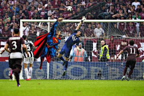 Juventus. La banderole Superman de Gianluigi Buffon !
