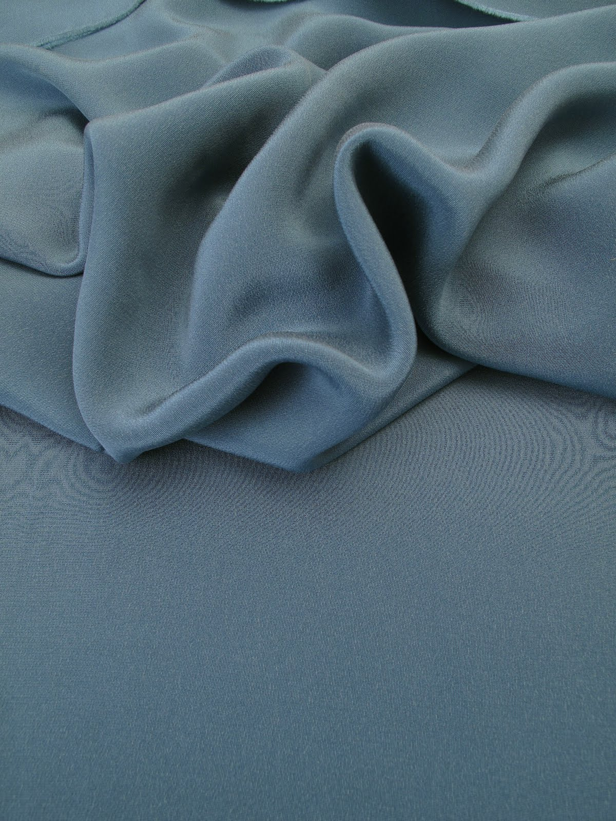 les nouveaut s au jour le jour chez stragier drap de soie bleu canard. Black Bedroom Furniture Sets. Home Design Ideas