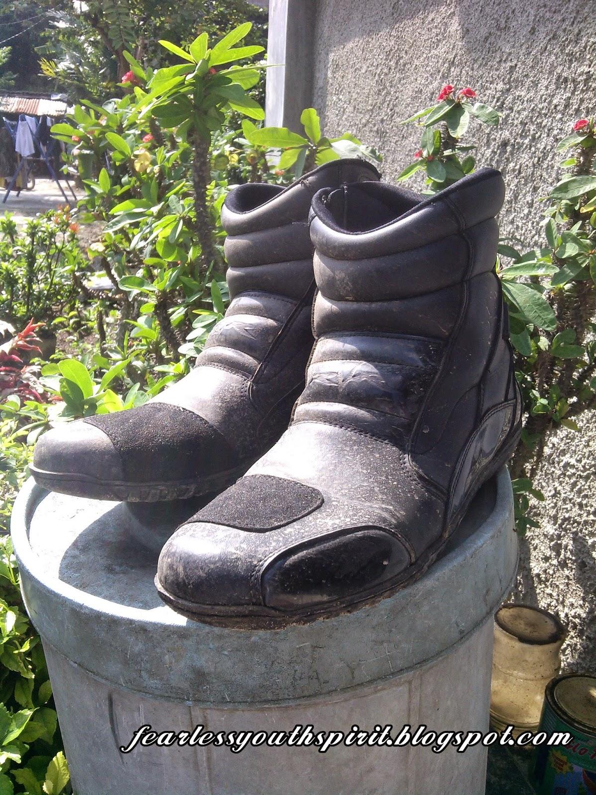 Semenjak kejadian itu FYS jadi sering berburu safety shoes demi keselamatan  di atas motor. Nah biasanya FYS memilih sepatu safety shoes model proyek  untuk ... 475352f3c6