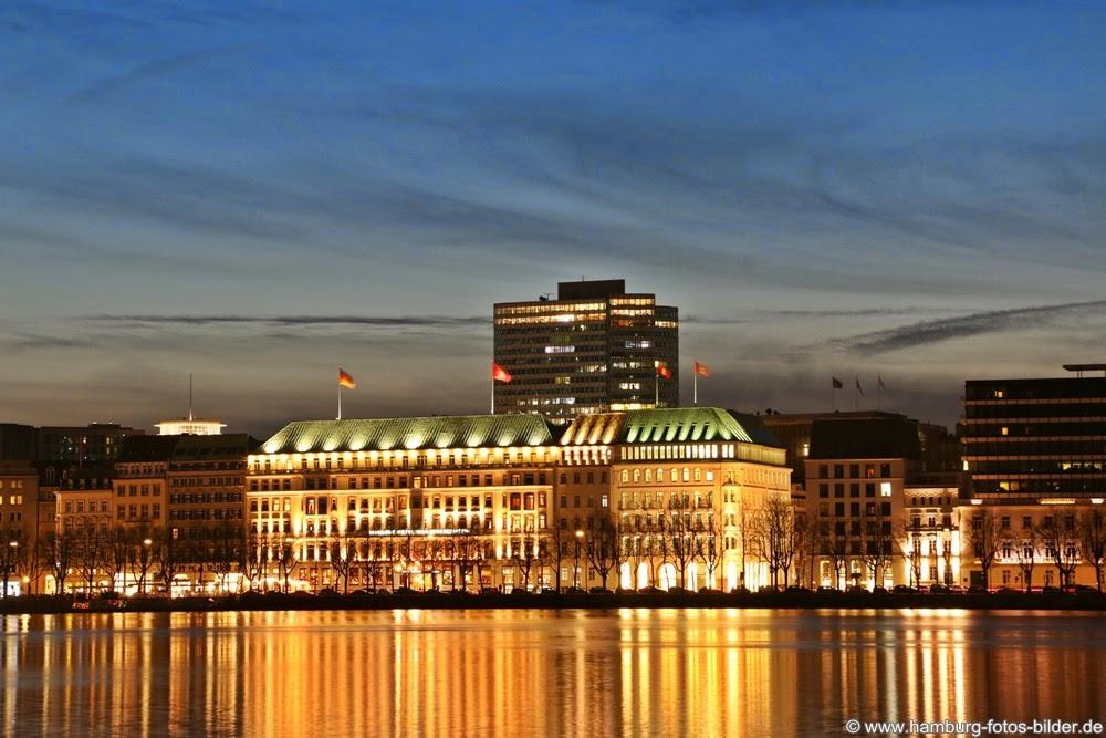 Hotel Vier Jahreszeiten Hamburg an der Binnenalster bei Nacht