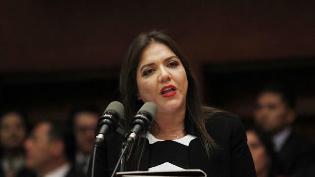 El presidente de Ecuador separa del cargo a la vicepresidenta, investigada por delitos de corrupción