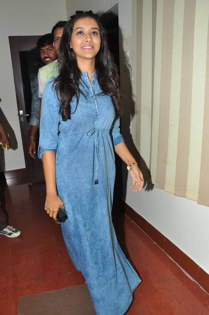 Tamil Actress Pooja Jhaveri Stills At Movie Success Tour