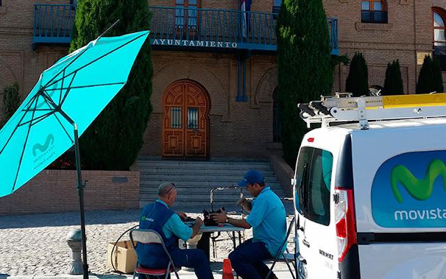 operarios de telefonica trabajando frene al ayuntamiento de illescas