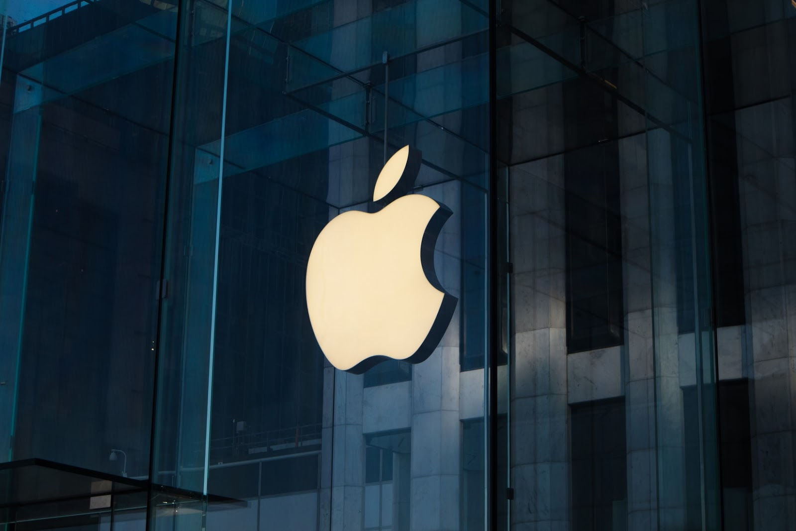 Apple to launch Apple Glasses, cameras with 8k resolution power and a new eye tracking technology with its AR headsets - Digital Information World