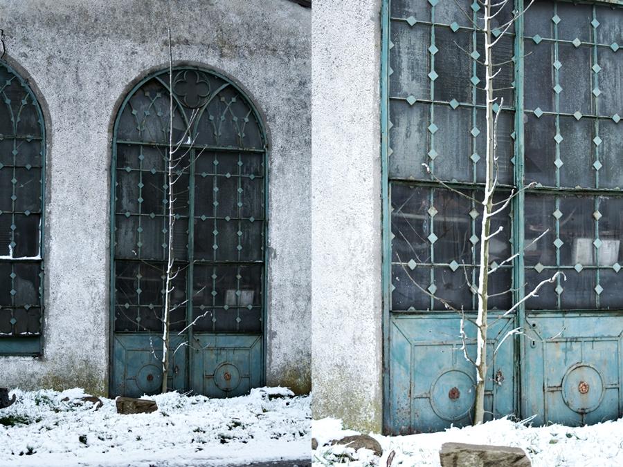 Blog & Fotografie by it's me! - alte Bleiglasfenster, gesehen beim Schneespaziergang