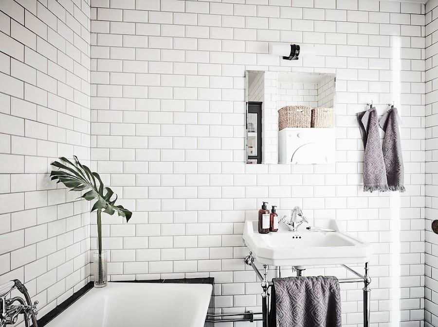 baño, blanco, estilo nordico, decoracion nordica, bañera, baldosa tipo metro, blanca, interiorismo, barcelona, alquimia deco,