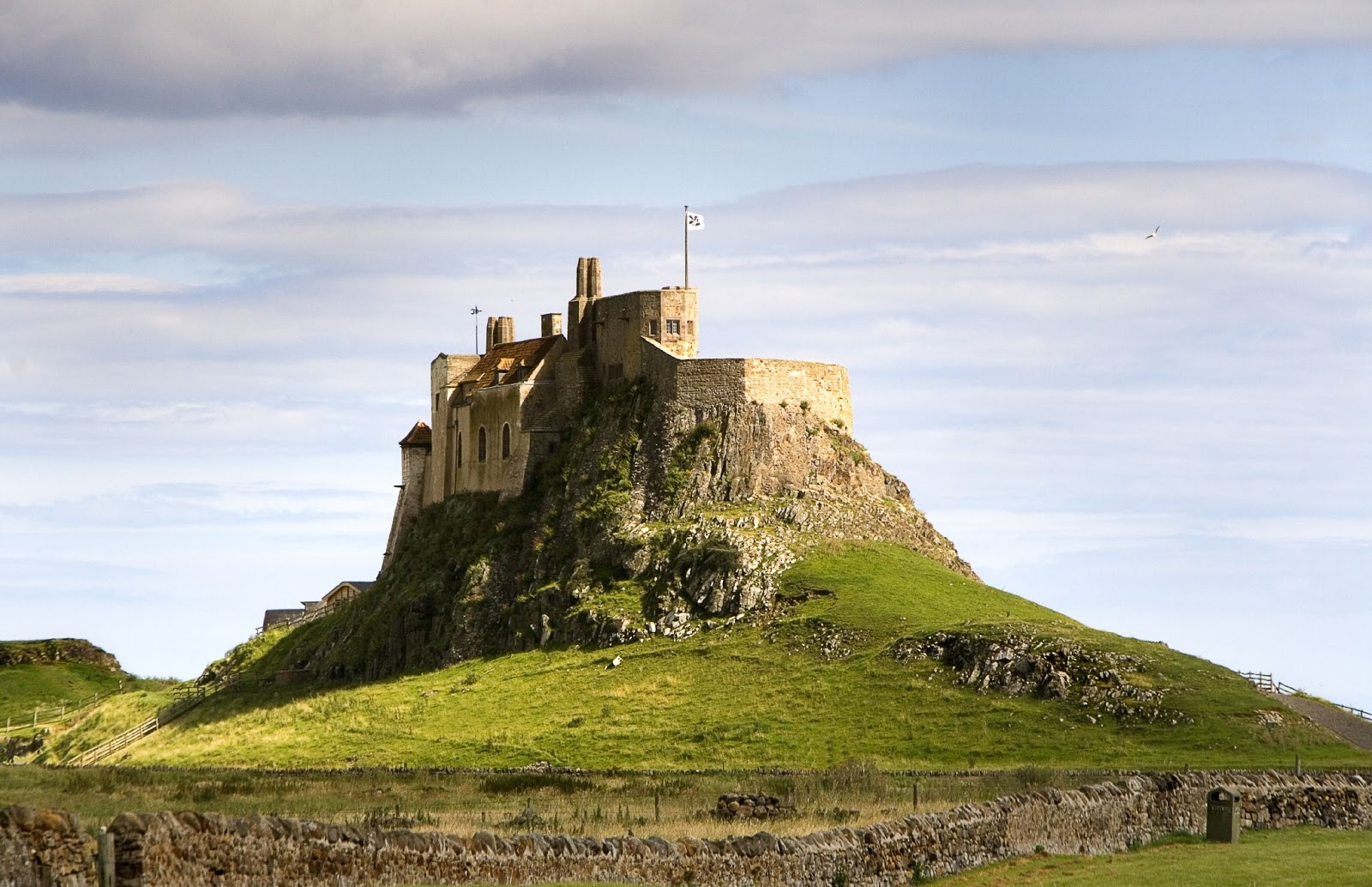 Our guide to the best picnic spots in Northumberland including Ingram Valley, Bamburgh Castle and Plessey Woods | Holy Island Lindisfarne Castle