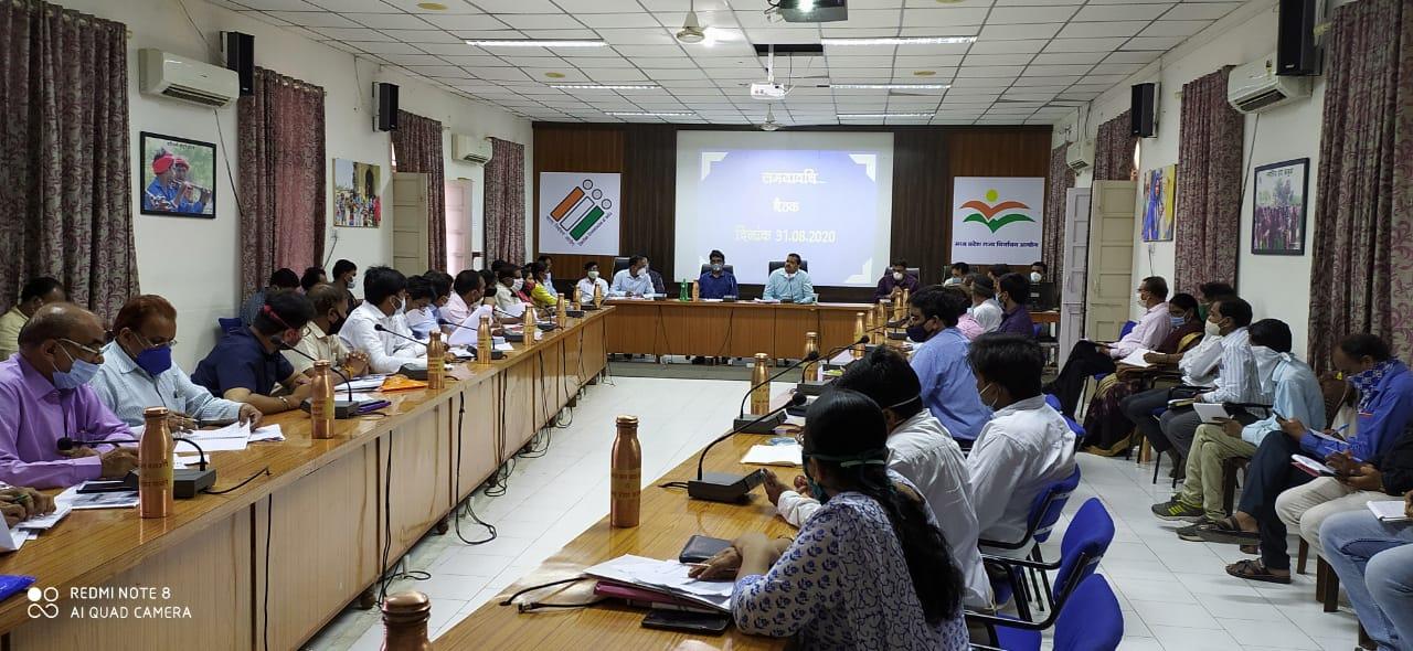 Jhabua News-समयावधि पत्रों की समीक्षा बैठक में कलेक्टर ने अधिकारियों को दिये निर्देश