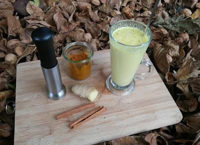Turmeric Latte (Kurkuma-Paste als Basis, Goldene Milch und Variationen)