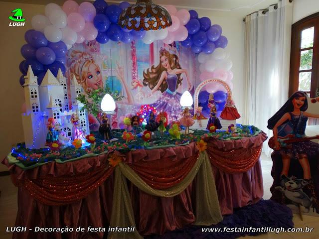 Decoração Barbie Pop Star e a Princesa - Mesa temática tradicional forrada de toalhas de tecido versão luxo