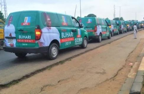 More Trouble For Buhari as Governor Donate Buses For Buhari/Osinbajo Campaign
