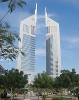 La auténtica fortaleza de Dubai fue después de todo, su habilidad –discutiblemente provocada por la conciencia de su influencia pequeña en el mercado del petróleo – para diversificar su economía utilizando de forma eficiente la ventaja comparativa producida por la disponibilidad de capital barato. El problema de esto es que tal diversificación se orientó hacia aquellos sectores hoy más afectados por la crisis financiera y la subsiguiente recesión. Probablemente Dubai hizo lo que pudo para crear una economía real y evitar la dependencia del crédito del petróleo. Su estrategia hacia la diversificación seguramente estuvo mejor concebida y fue más efectiva que los proyectos desarrollados por sus vecinos.