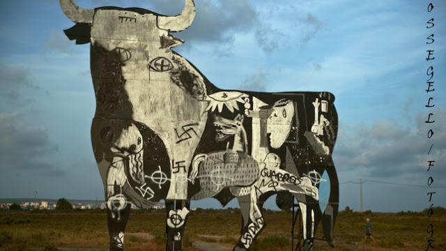 El mural que homenajea al Guernica en Santa Pola aparece con pintadas fascistas