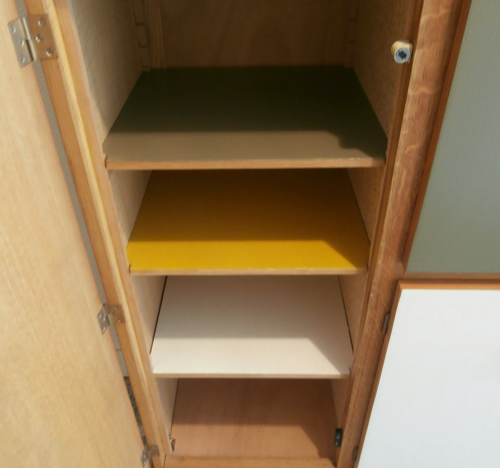 dur e de vie ind termin e meuble secr taire vitrine en plexiglas. Black Bedroom Furniture Sets. Home Design Ideas