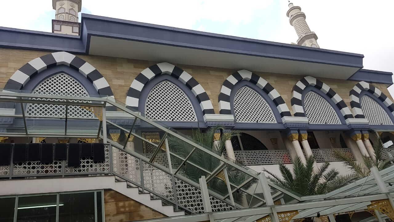 Tampak depan Masjid Baitul Mughni BJB Bandung