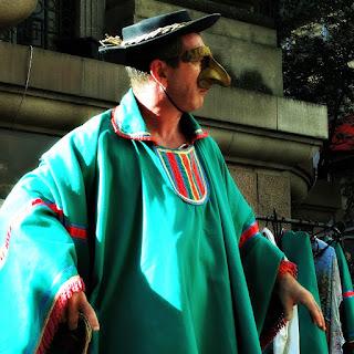 Grupo Oigalê - Negrinho do Pastoreio - Estancieiro assustado quando corpo do Negrinho some