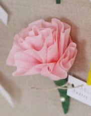 http://translate.googleusercontent.com/translate_c?depth=1&hl=es&rurl=translate.google.es&sl=en&tl=es&u=http://www.projectwedding.com/ideas/309963/diy-paper-flower-escort-cards&usg=ALkJrhgvRlU-ZmSkC46D7Rg2BpZOpRwZxA