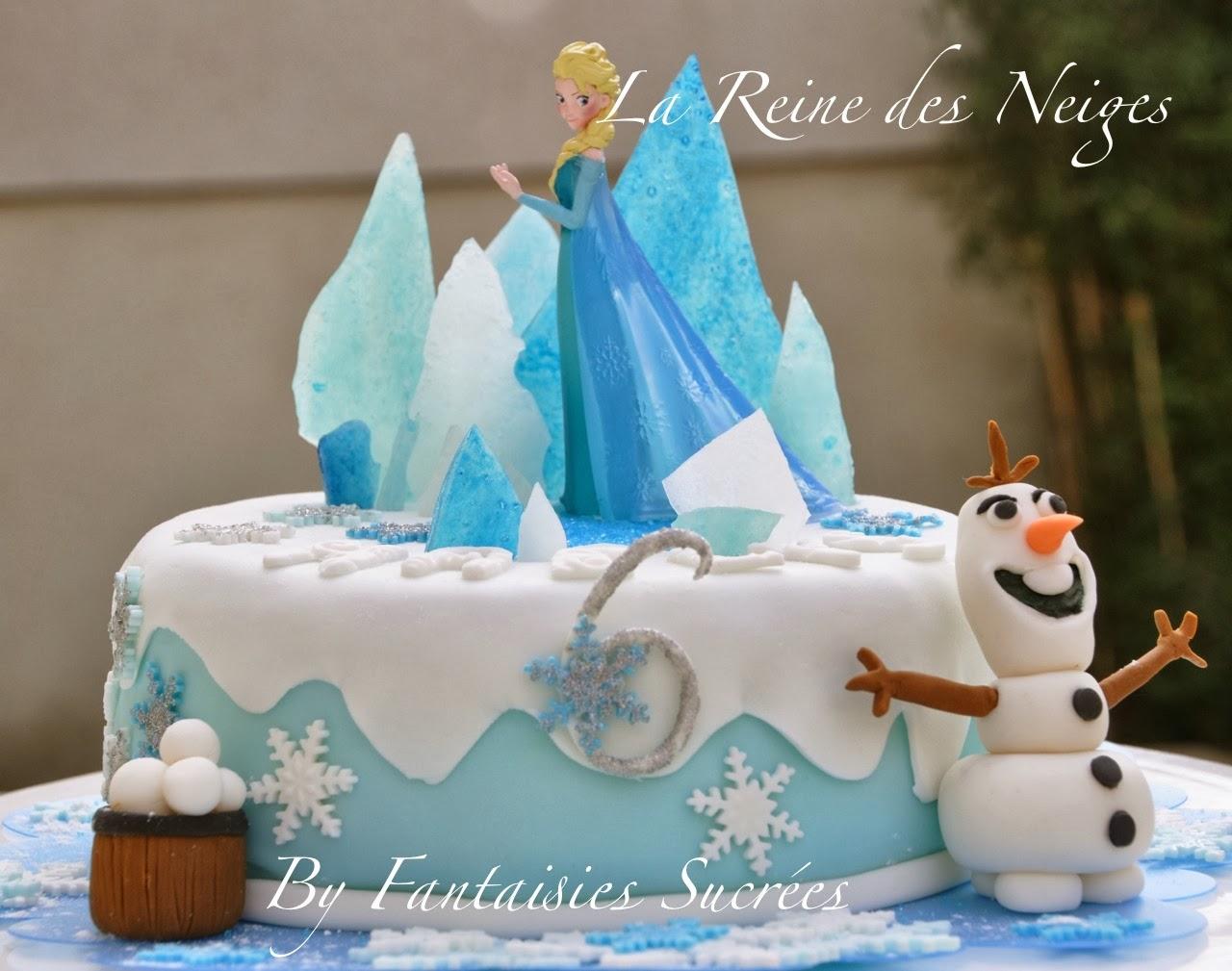 Un gâteau d'anniversaire reine des neiges en 3D