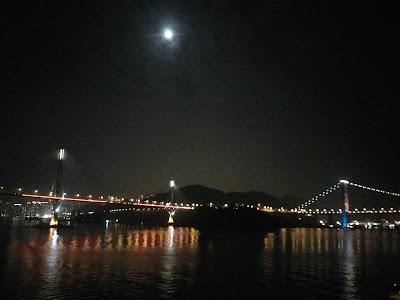 月光下的汀九橋和青馬大橋