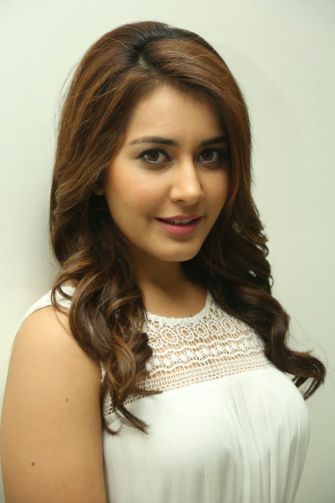 High Quality Bollywood Celebrity Pictures Rashi Khanna -7108
