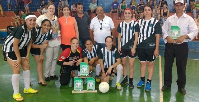 Equipe de Futsal Feminino de Iretama é campeã em torneio realizado em Roncador