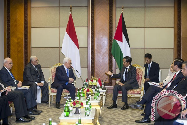 Presiden Joko Widodo dengan Presiden Palestina, Mahmoud Abbas Pada Pembukaan KTT LB OKI 2016