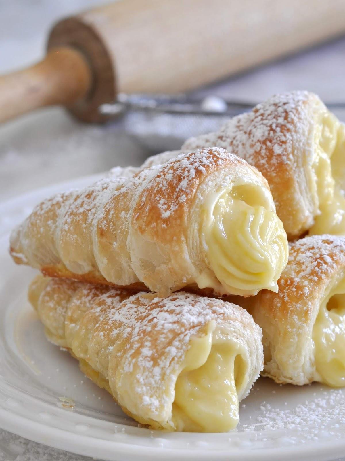 Italian Cream Stuffed Cannoncini (Puff Pastry Horns)