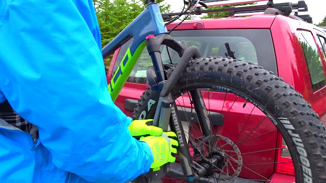 Swagman Sitkka 2 Zero Frame Contact Fatbike Rack Review Hook on tire