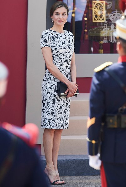 Queen Letizia wore Carolina Herrera Parrot Tulip Fil Coupe Sheath Dress and sandals, Letizia carried Carolina Herrera Clutch bag