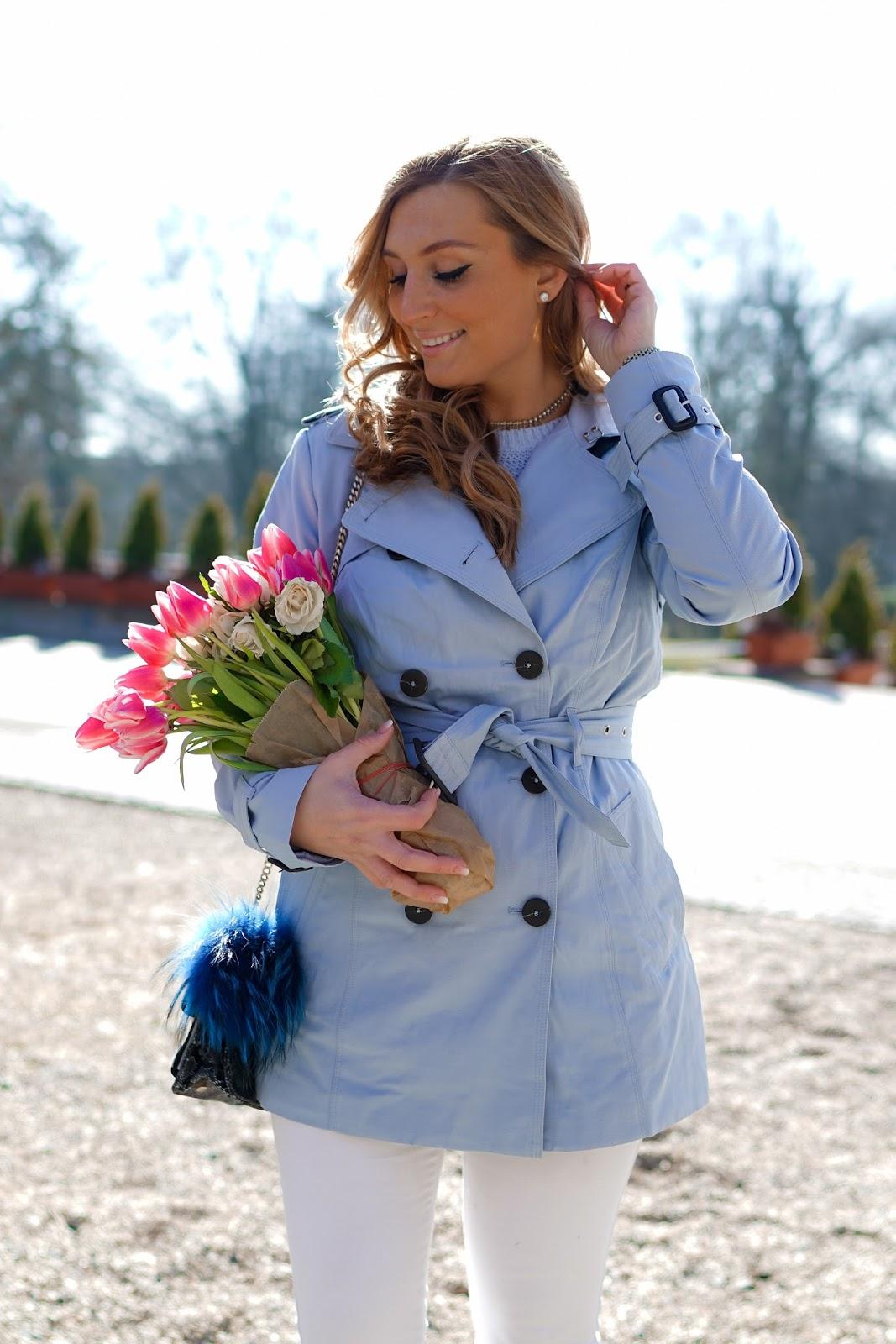 blauer-Pastellfarbener-Trenchcoat-Frühlingslook-Blogger-Trend-Trendjacke-was-ist-aktuell-angesagt-trenchcoat-fashionstylebyjohanna-blogger-aus-frankfurt