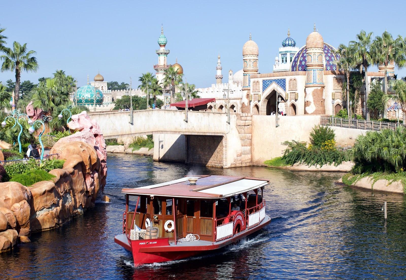 Tokyo-Disney-Sea-Arabian-coast-boat