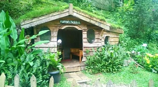 Rumah Hobbit Maribaya resort