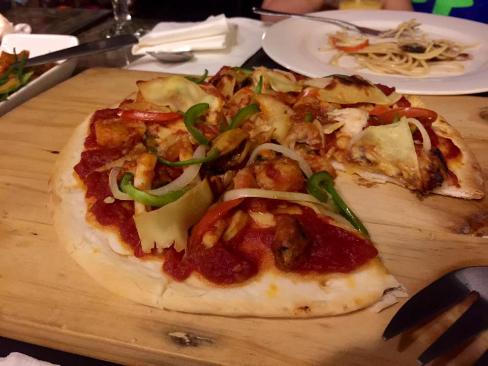 Patio Vera's  Pizza de Marisco (PHP275)