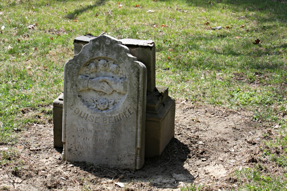 Gravestone for Louise Behnke