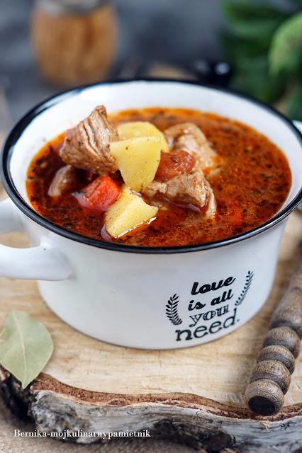 zupa, gulasz, wolnowar, crocpot, jedzenie, obiad, wieprzowina, obiad, bernika kulinarny pamietnik