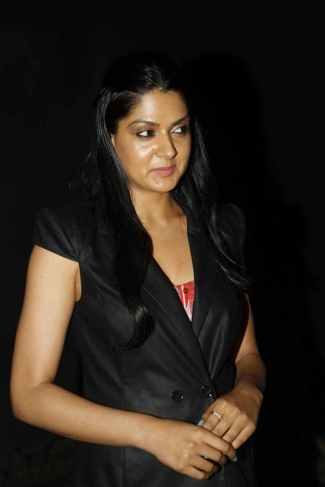 Tollywood Actress Oily Face Photos Sakshi Chowdary In Black Dress