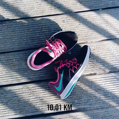 https://www.zalando.fr/nike-performance-zoom-winflo-3-chaussures-de-running-avec-amorti-black-clear-pink-n1241a0fw-q11.html
