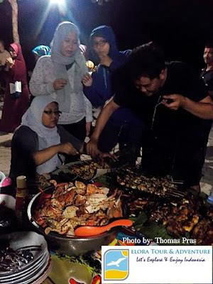 menikmati seafood di teluk kiluan