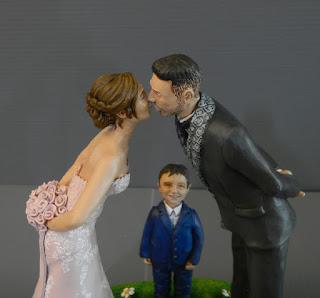 statuine sposi che si baciano cake topper personalizzate con bambini orme magiche