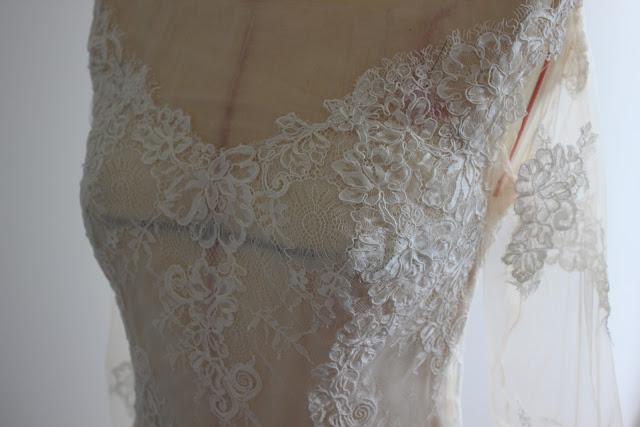 robe de mariée en dentelle par couturière créatrice à Versailles 78