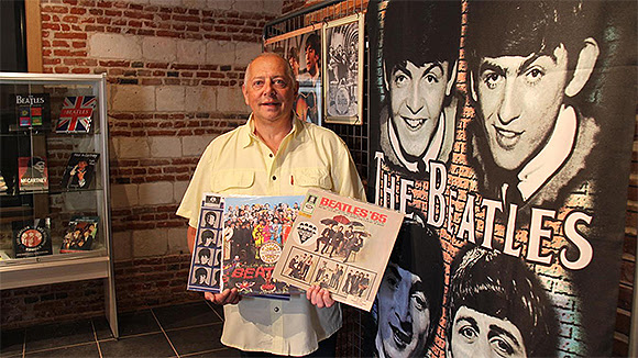 Manuel Sulivane, fan des Beatles, expose sa collection