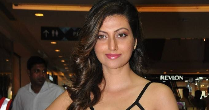 South hot actress Hamsa Nandini latest image gallery in hd
