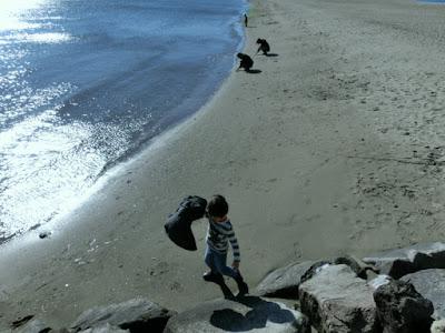 冬の海遊び