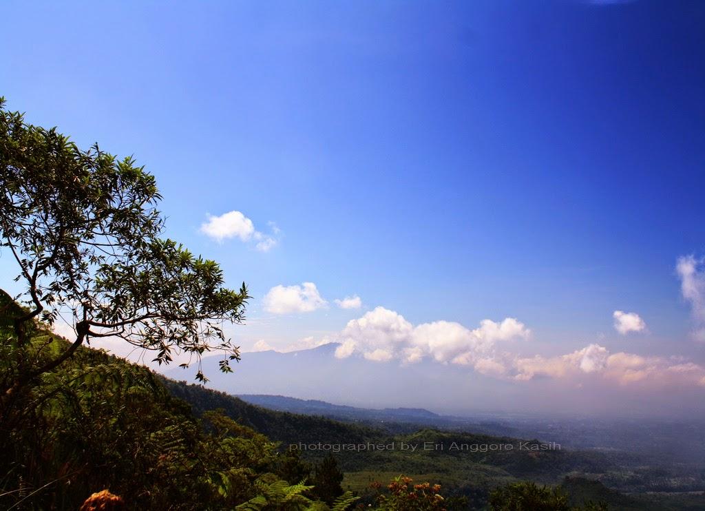 View arah Gn. Sawal dari tangga Gunung Galunggung