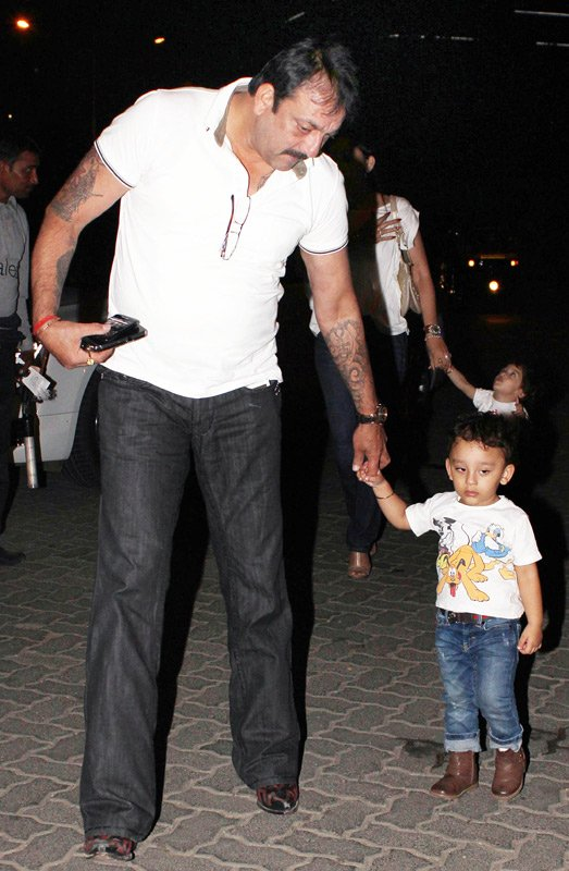 sanjay dutt with his children shahraan & iqra   unseenmidway