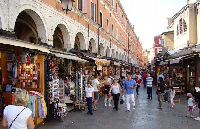 Lojas 2 euros para a compra de lembrancinhas e souvenirs em Veneza