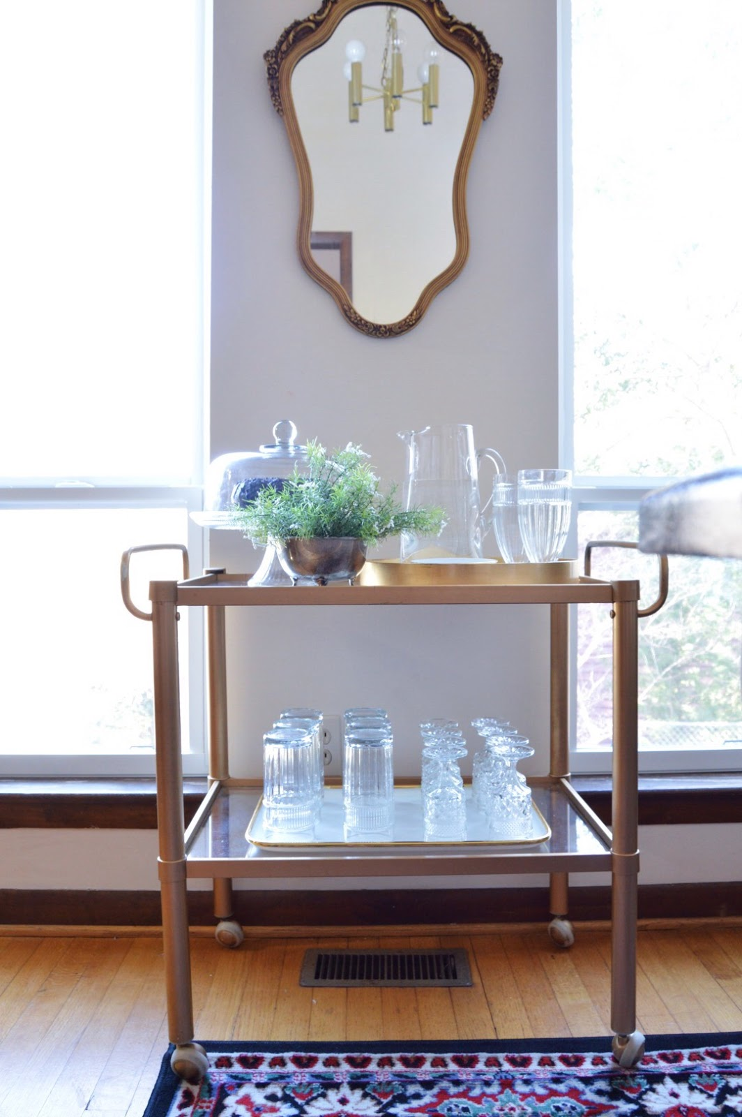 The many different ways to style a bar cart, bar cart, entertaining with bar carts, non alcoholic bar cart styling, bar cart inspirations