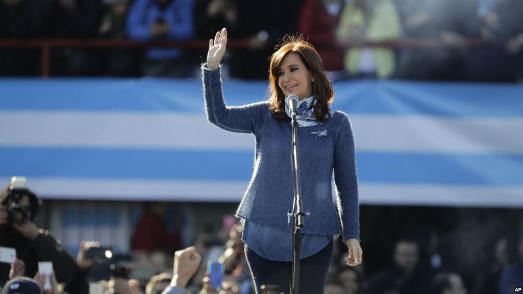 El kirchnerismo se ve envuelto en el más grande caso de corrupción de Argentina / AP