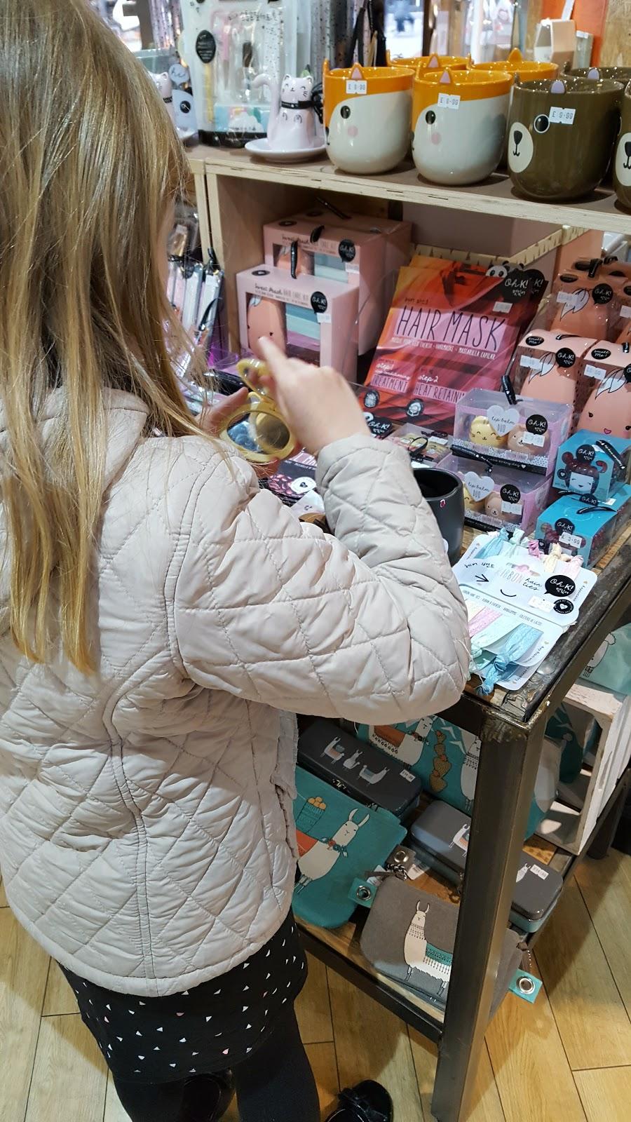 Shopping in Set