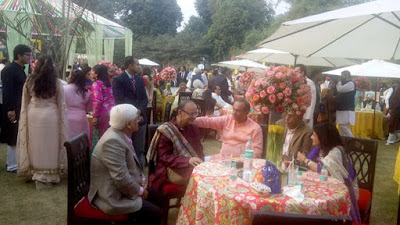 arun-jaitely-with-some-guests-at-wedding